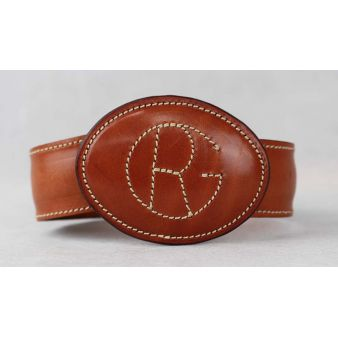 Buckle embroidered with logo