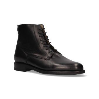 Short black rear zipper boot