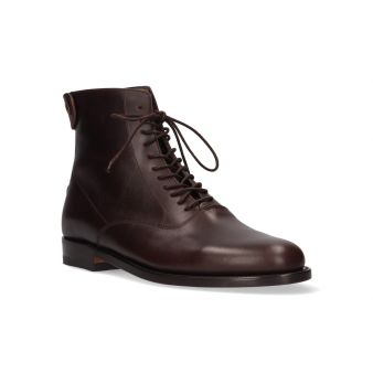 Short chestnut boot with...