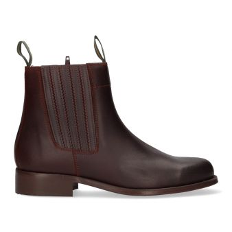 Short calf boot with gusset...