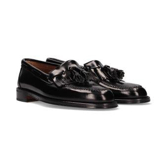 Loafer with black tassels...