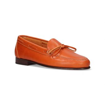 Moccasin with clearleather bow
