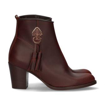 Short cowboy boot with heel...