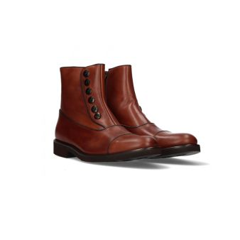 Short brown buttoned boot