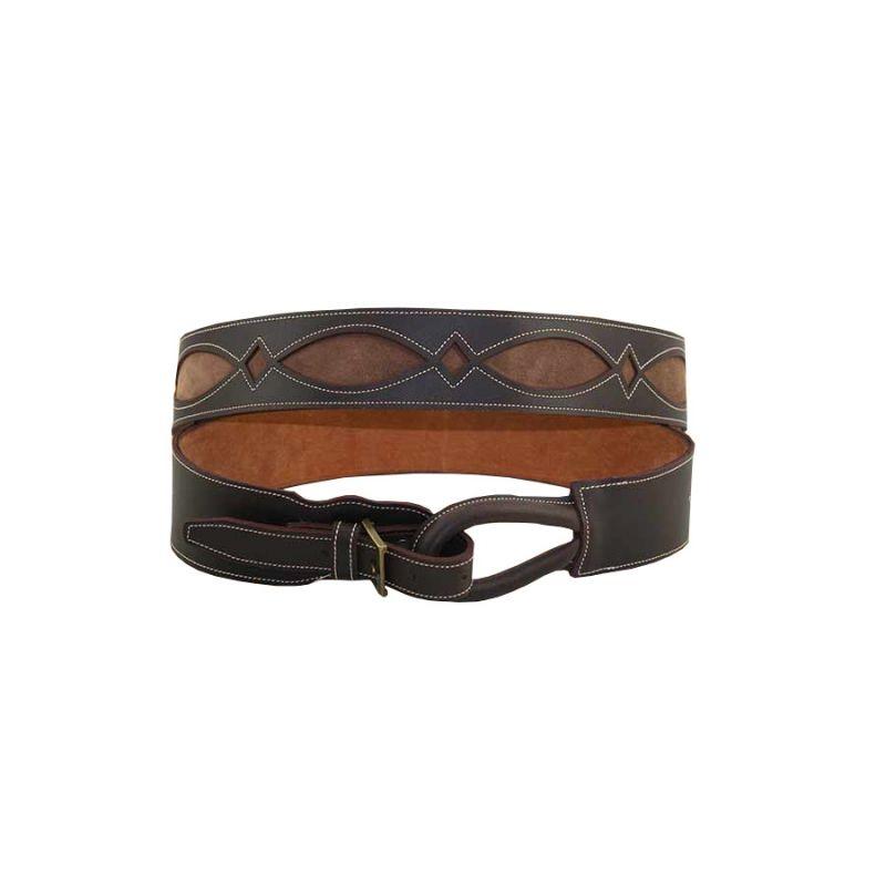 Cinturon engrasado con fondo marron