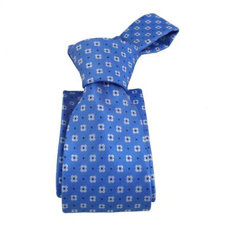 Corbata azulina con flores