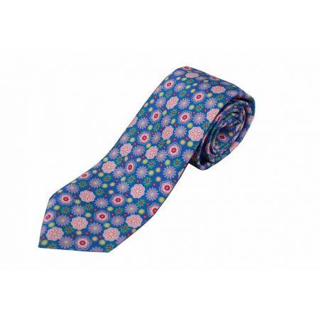 Corbata seda flores fondo azul