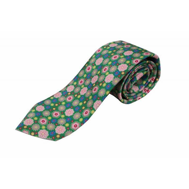 Corbata seda flores fondo verde