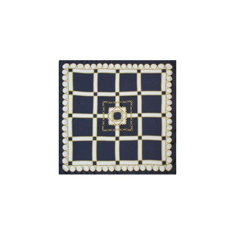 Pañuelo azul con adornos de cadenas
