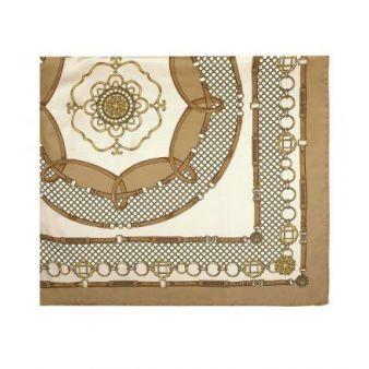 Pañuelo beige con adornos de cadenas